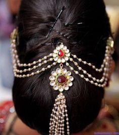 For your Kanchipuram Sari hair do
