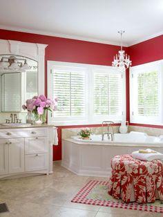 Love the molding around the mirror!  Also <3 that ottoman...
