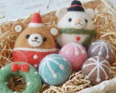 羊毛フェルト:ころくまちゃんとしろくまスノーマンのクリスマスオーナメント