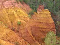 """Explorez les ocres de Rustrel, ce magnifique """"Colorado provençal"""" perdu dans la…"""