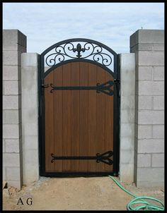 Wooden Garden Gate, Iron Garden Gates, Wooden Gates, Privacy Fence Designs, Indian Home Design, House Gate Design, Wrought Iron Gates, Backyard Patio Designs, Fence Gate