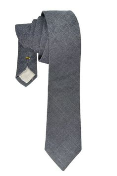 This dark blue denim necktie is Casual without being dresed down, a denim necktie is always a winner when you do not want to be overdressed but want to be perfect.