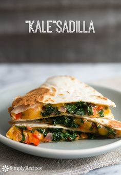 "healthy quesadilla with shredded kale, red bell peppers, onions, and cheddar cheese. It's a ""Kale""sadilla! On Healthy vegetarian snack Vegetarian Snacks, Healthy Snacks, Healthy Eating, Healthy Recipes, Easy Recipes, Easy Meals, Quesadillas, Healthy Quesadilla, Quesadilla Recipes"