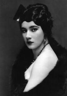 Silent film actress, Nita Naldi, c. 1920s. #vintage #1920s #femme_fatale