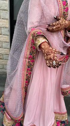 Party Wear Indian Dresses, Indian Gowns Dresses, Indian Bridal Outfits, Indian Fashion Dresses, Dress Indian Style, Indian Designer Outfits, Wedding Dresses, Punjabi Salwar Suits, Patiala Salwar