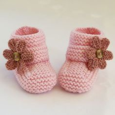 ***NO shipping charge for this item as it is a PDF file. All files are emailed out within 24 hours of payment.Baby slippers love the pattern and neutral color Baby Knitting Patterns, Knitting For Kids, Hand Knitting, Baby Shoes Pattern, Knit Baby Booties, Crochet Baby Shoes, Booties Crochet, Gestrickte Booties, Baby Bootees
