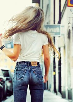 a high waist Levis jeans is a must have