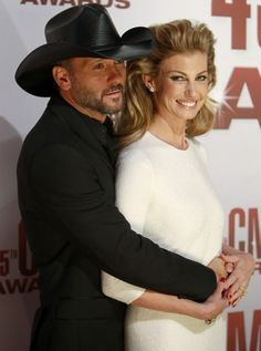 Faith Hill and Tim McGraw Divorce RUMORS: Taylor Swift Cheating Scandal, Bisexual/Gay Tour Buzz, Twitter Fans Respond to 'Crazy, Depressing' Claims