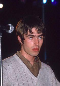 behind blue eyes Liam Gallagher Oasis, Noel Gallagher, Liam And Noel, Oasis Band, Behind Blue Eyes, Bae, Britpop, Coming Home, Paul Mccartney