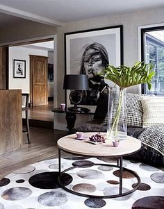Vogue Living Australia Create Your Own Affordable Oversized Art Piece When it comes to designing my own space, I love bold, colorful statements. Using an oversized wall art piece is such an easy way to. Living Room Art, Home And Living, Large Scale Art, Large Framed Art, Large Format, Oversized Wall Art, Home And Deco, Interior Inspiration, Room Inspiration