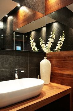 Cool play of reflections Small Downstairs Toilet, Guest Toilet, Downstairs Bathroom, Bathroom Design Inspiration, Bathroom Interior Design, Modern Interior Design, Modern Bathroom, Small Bathroom, Comfort Room