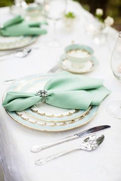 10 Ideas for Wedding Napkins A napkin tucked into a jeweled napkin holder adds elegance to a table setting. Via Seriously Sabrina Photography. Wedding Napkins, Wedding Table, Wedding Reception, Wedding Napkin Rings, Wedding Napkin Folding, Formal Wedding, Trendy Wedding, Mint Coral, Mint Gold