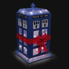 Decorate your lawn with this Doctor Who Lighted TARDIS Lawn Décor and add some Who to your holidays. This mini TARDIS announces to the whole neighborhood Doctor Who Gifts, Doctor Who Tardis, Timeless Show, 3d Light, Geek Decor, Nerd Love, Dalek, Seasonal Decor, Geek Stuff