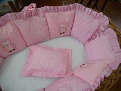 Protetor moisés com duas laterais. <br>Acompanha colchão. <br> <br>Confeccionamos também travesseiros com fronha, como mostra no moisés!