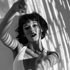 Isn't she stunning? Urban Photography, White Photography, Portrait Photography, Photographie Portrait Inspiration, Spanish Actress, Rides Front, Shooting Photo, Black And White Portraits, Actors