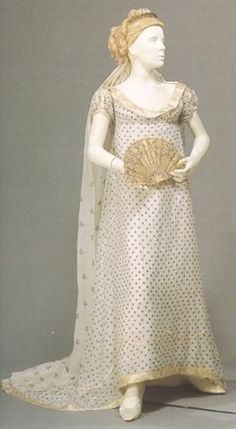 Dress ca. 1795-1805  From the Museu Nacional do Traje e da Moda...what Josephine would have worn.
