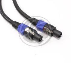Cable para la conexión de altavoces basados en el conectores speakon macho NL4 de cuatro polos, en ambos extremos del cable. Cable con cuatro conductores de cobre de 4 x 2,5 mm2. Diámetro del cable de 12 mm. Calibre 13GA. Longitud del cable de 20m.