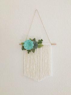 68 New Ideas For Wall Hanging Crochet Yarns Felt Roses, Felt Flowers, Paper Flowers, Crochet Flowers, Felt Wall Hanging, Hanging Flower Wall, Nursery Wall Art, Nursery Decor, Felt Crafts