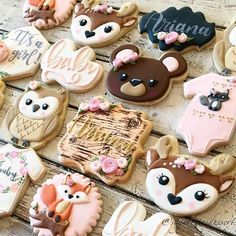 It's HOT and I'm MELTING!😅 How are you guys staying cool this summer? I'm just trying to channel the cooler days of Fall ahead. Onesie Cookies, Baby Cookies, Cute Cookies, Baby Shower Cookies, Fiesta Baby Shower, Baby Shower Themes, Shower Bebe, Girl Shower, Woodland Baby