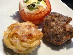 Kinderalarm  Nudelnester, Hacktörtchen und Spiegelein in Tomate.  Die Muffinform etwas anders genutzt.  http://einfach-schnell-gesund-kochen.de/kinderalarm/
