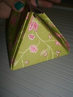 It's kind of like an exploding box, but it is decorated into a purse when finished, this is just the folded part.
