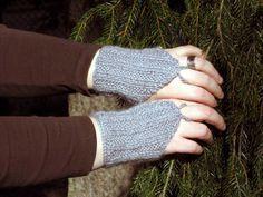 kämmekkäät: uddevalla @ www.ullaneule.net Handicraft, Fingerless Gloves, Arm Warmers, Comfy, Knitting, Pattern, How To Wear, Fantasy, Craft