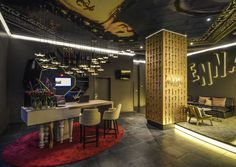 WIENER GESCHICHTEN IM STADTHOTEL Die Mercure Hotels haben ihre Marke neu aufgeladen und eröffneten im Zentrum von Wien das Mercure Vienna First. Sisi und ihr Anker sind auch mit dabei.