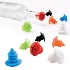 Don't leave your half empty bottles of wine at the vineyard, bring them home with these screw top wine stoppers! - Not that it happens often, but certain one's i'll be more than happy to pass on, or hold onto if doing 'tastings' - Gadgets For Dad, Home Gadgets, Kitchen Tools And Gadgets, Gadgets And Gizmos, Gadgets Shop, Bring Them Home, Happy Kitchen, Empty Bottles, Wine Bottles