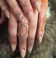 almond-nail-art-31