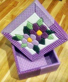 Caixa em patchwork embutido - Florzinhas