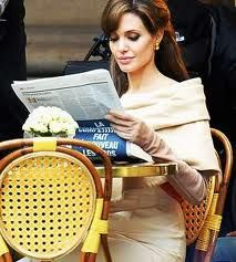 Angelina Jolie reading the paper in Paris. Check the vintage-look gloves. Angelina Jolie, Jolie Pitt, Life Is Beautiful, Beautiful People, Celebrities Reading, Books To Read For Women, How To Read People, Actors, Classy Women