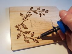 How to Make a Pyrography Chopping Board #pyrography #woodburning #chopping #paddle #board #diy #valentines #gift #anniversary