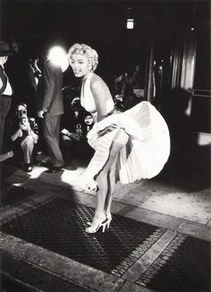 """Marilyn Monroe, por George S. Zimbel, 1954, en el rodaje de """"La Tentación Vive Arriba"""" (The Seven Year Itch), 1955"""