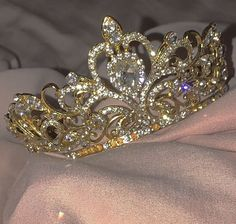 accessories for room girl Crown Aesthetic, Classy Aesthetic, Boujee Aesthetic, Princess Aesthetic, Bad Girl Aesthetic, Aesthetic Collage, Aesthetic Vintage, Aesthetic Photo, Aesthetic Pictures