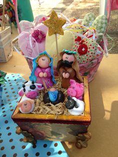 Presépio, Natal . Christmas Clay, Christmas Nativity Scene, Christmas Ornaments, Nativity Crafts, Holiday Crafts, Holiday Decor, Pasta Flexible, Ceramic Art, Polymer Clay
