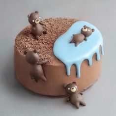 Credit : These cakes are so gorgeous, that we can hardly bear it! Take a look at the gallery of the most chocolate cakes pictures Pretty Birthday Cakes, Pretty Cakes, Cute Cakes, Beautiful Cakes, Amazing Cakes, Cute Desserts, Delicious Desserts, Fondant Cakes, Cupcake Cakes
