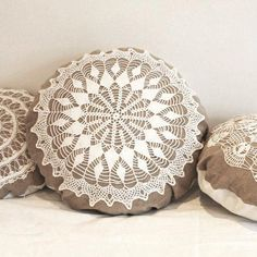 Large Country cottage round doily pillow made of antique hand loomed fabric and vintage doily- decorative accent pillow, Crochet Pillow Pattern, Crochet Cushions, Pillow Patterns, Doilies Crafts, Lace Doilies, Diy Pillows, Decorative Pillows, Throw Pillows, Doily Art