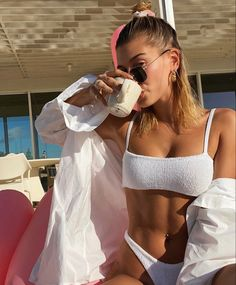 Justin Bieber Says Hailey Baldwin Is Why He Shaved His Mustache Estilo Hailey Baldwin, Hailey Baldwin Style, Kendall Jenner Outfits, Claudia Tihan, Outfit Look, Summer Aesthetic, Aesthetic Art, Summer Girls, Summer Hair