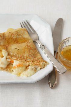 Gefüllte Pfannkuchen mit Honig und Chaumes, eine perfekte Kombination.
