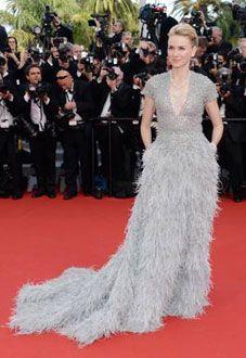 Naomi Watts à Cannes #look #style #Cannes2015 #NaomiWatts http://fashions-addict.com/Cannes-2015-les-plus-beaux-looks-de-la-soiree-d-ouverture_408___15778.html