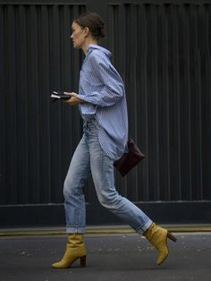 Street Style at Milan Fashion Week May Be the Best Yet Milan Fashion Week Street Style Spring 2017 Best Street Style, Milan Fashion Week Street Style, Spring Street Style, Spring Street Fashion, Spring Style, Mode Outfits, Casual Outfits, Denim Outfits, Grunge Outfits