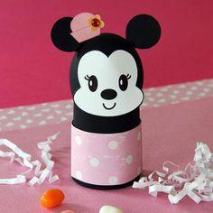 Hace varios dias les habiamos enseñado como hacer un porta huevos de pascua decorativo de Mickey, el cual creemos que es realmente hermoso, es por ello que decidimos hacer una variante y mostrarles como hacer un porta huevos de Minnie, asi podran tener a la pareja de ratones mas famosos y queridos p