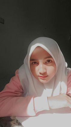 Casual Hijab Outfit, Hijab Chic, Cartoon Jokes, Band Posters, Beautiful Hijab, Cute Asian Girls, Muslim Women, Ulzzang Girl, Aesthetic Girl