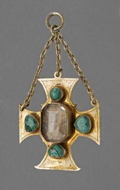 Breast pendant with center Smokey Quartz stone & Malachite, Germany, late 16th century.