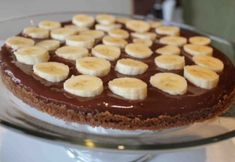 Dessert Pizza with Chocolate & Bananas Yummy Treats, Delicious Desserts, Sweet Treats, Chocolate Banana Pudding, Sweet Recipes, Cake Recipes, Dessert Pizza, Desert Recipes, Holiday Recipes