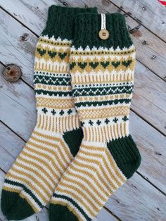 Socks, Diy Crafts, Fashion, Cast On Knitting, Moda, Fashion Styles, Make Your Own, Sock, Fasion