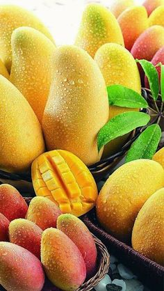 Mango relative to the apple, pear, it is one of the less fruit we eat. But with the improvement of our living standards, mango also entered . Fruit Juice, Fruit And Veg, Fruits And Vegetables, Fresh Fruit, Fruit Water, Vegetables List, Fruit Salad, Pineapple Juice, Food Fresh