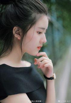 Cute Asian Girls, Cute Girls, Rose Gold Emerald Ring, Preety Girls, Classy Girl, Ulzzang Korean Girl, Cute Poses, Cute Girl Face, Digital Art Girl
