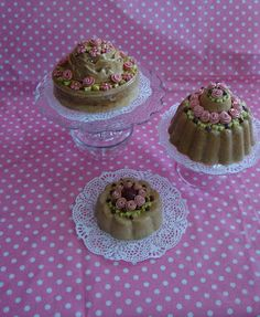 Taartjes van zoutdeeg Cake Cookies, Cupcakes, Fake Cake, Decoden, Salt Dough, Diy Toys, Shabby, Cookie Decorating, Restaurant