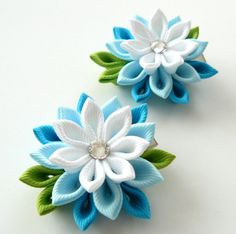 A flowers are made in the technique of tsumami kanzashi. Alligator type hair clips with non-slip grips. Flowers are made from grosgrain ribbons.  Swarovski